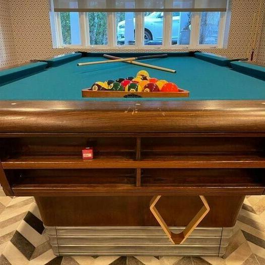 Brunswick Pool Table. Excellent