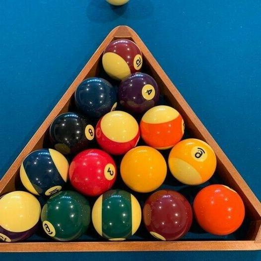 Brunswick Centennial Pool Table. Excellent